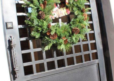 gate/door with wreath