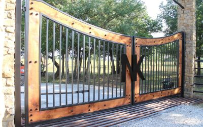 Swooping Iron & Wood Ranch Gate