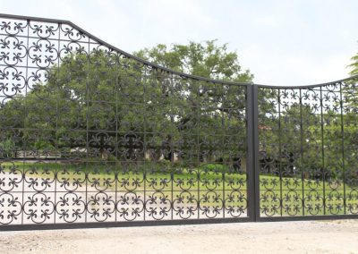 Mediterranean gate with rosettes