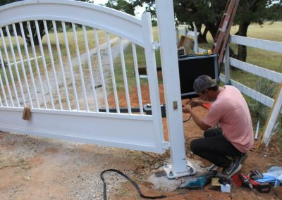 installing gate automation
