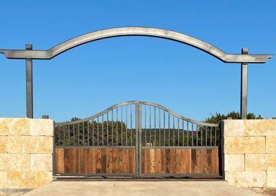 Scalloped Ranch Gate Design