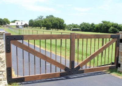 aluminum ranch gate and house
