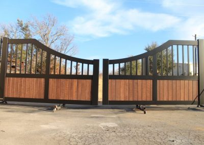 faux-wood painted aluminum custom ranch gate