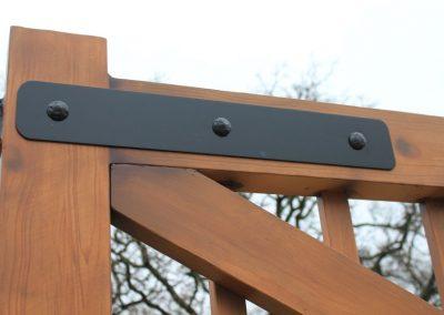 aluminum gate bracket detail